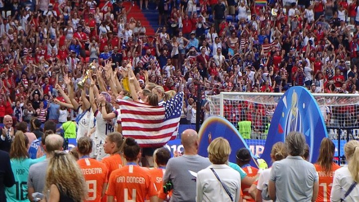 800px-FIFA_Women's_World_Cup_2019_Final_-_US_team_on_podium_(4)